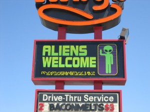 roswell_alienswelcome